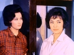 Julie Yeh Feng (L) as Bai Lihong and Maria Ye Kwong (R) as Lin Yanfei
